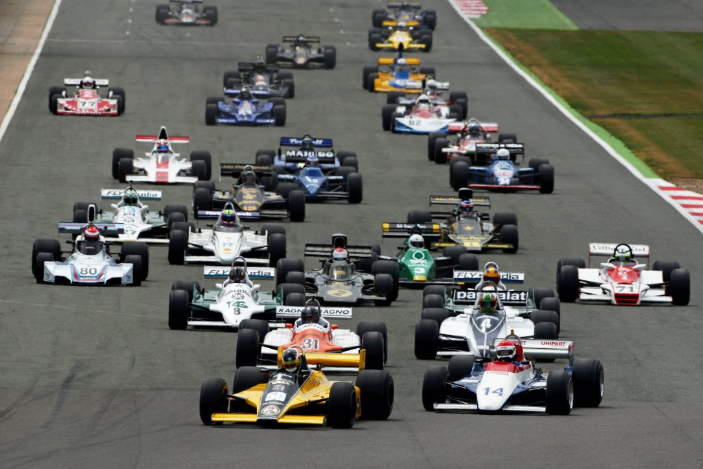 Start of the race, Michael Lyons RAM Williams FW07 leads
