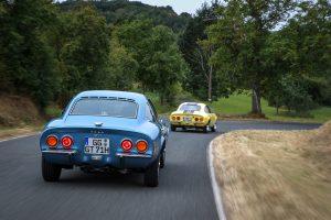 Frumos din orice unghi este privit: oricine are norocul să întâlnească un Opel GT va fi uimit de formele sale senzuale.