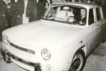 3_nicolae_ceausescu_driving_the_first_dacia_car