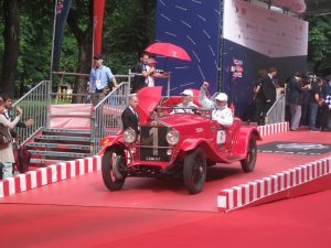 echipajul-luxemburghez-a-wetz-si-r-colle-pe-un-elegant-om-665s-suprba-2000-din-1927-trecand-linia-de-sosire-de-la-viale-venezia