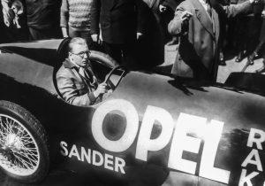 Nu încerca asta acasă: Fritz von Opel nu purta cască pentru încercarea sa de a doborâ recordul cu  RAK 2