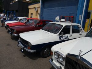 expozitia-auto-retro-in-fata-hangarului