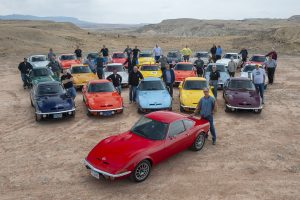 Imagine de grup în sudvestul Statelor Unite - 50 de ani Opel GT.
