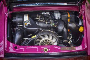 Motor: 6 cilindri boxer, răcit cu aer și ulei, montat spate
