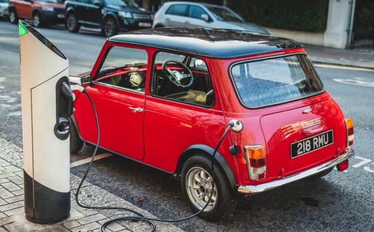 Mini-ul clasic devine electric