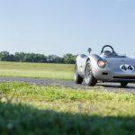 Un Porsche 718 RSK Spyder din 1959 se îndreaptă către Monterey