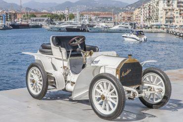 Mercedes - un brand care strălucește de peste 120 de ani