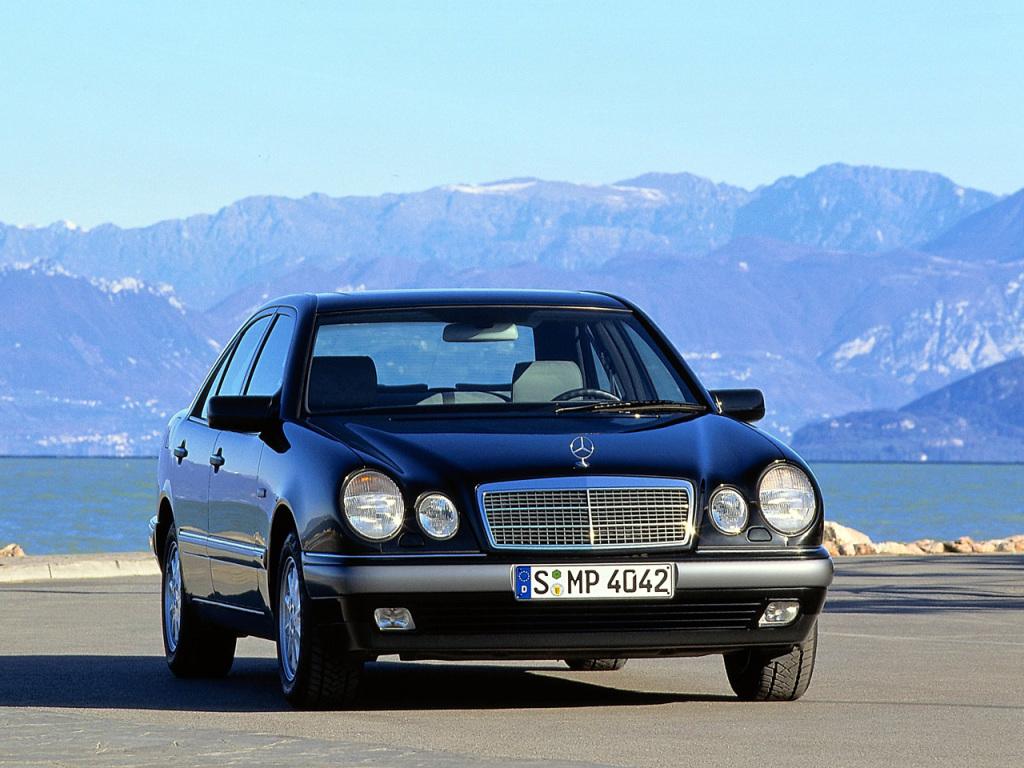 Mercedes Clasa E W210 un sfert de secol de la debut