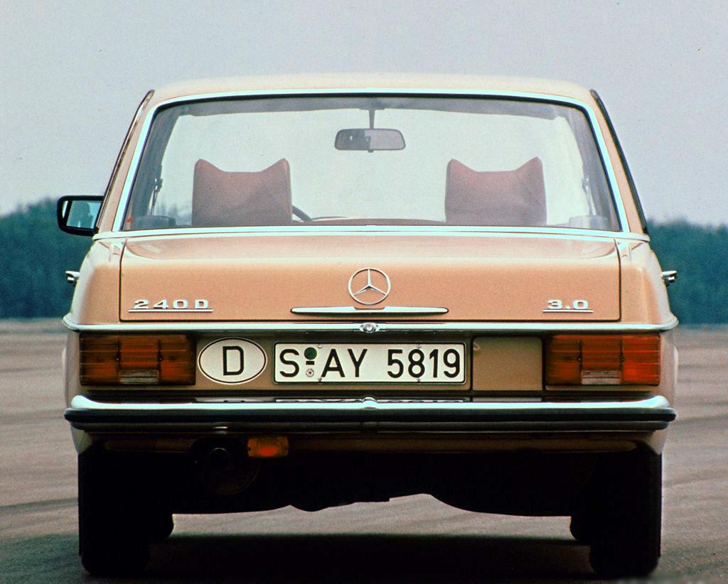 Mercedes 240D 3.0 primul automobil de serie cu motor în 5 cilindri
