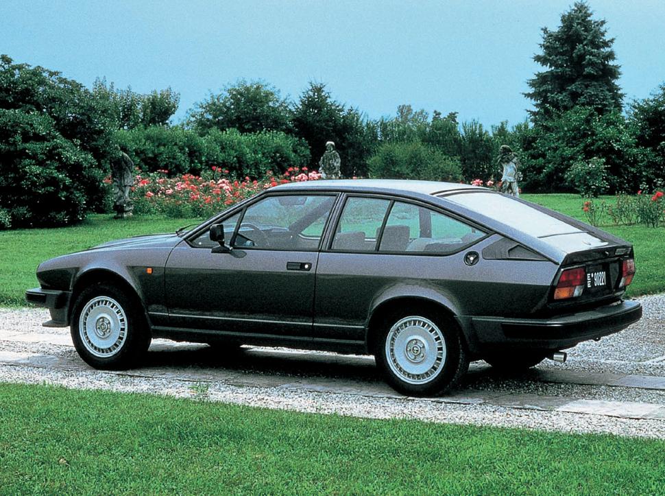 Alfa Romeo GTV6 un coupe pentru fanii tehnicii avansate