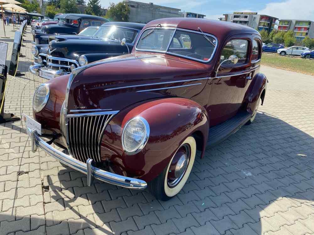 1939 Ford DeLuxe 91A Tudor Sedan